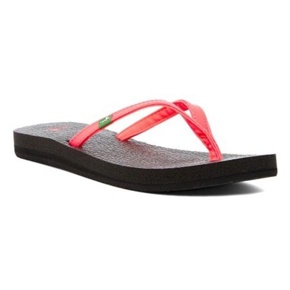 3eb6bf4134ae SANUK Yoga Spree Flip Flop Thong Sandal. M 5bf96158c89e1d5cb7b47a65